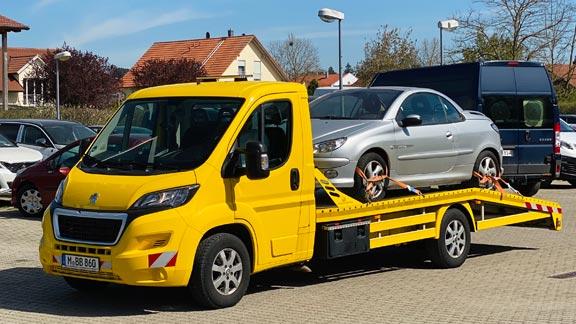 Autoankauf - Auto auf eigenem Transporter
